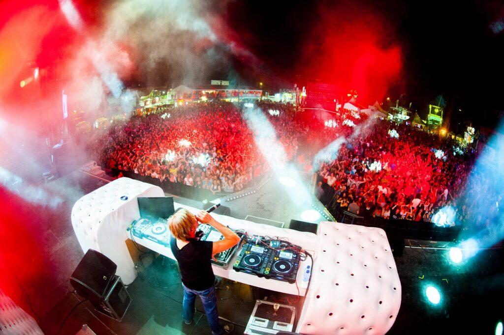 REGI - Milk Inc. - DJ - Regi Rebel - Kom Wat Dichterbij - Liefde voor Muziek