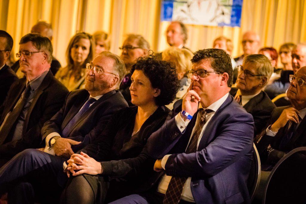 40 jaar Solidariteit voor het gezin - Het Grootste Cafe - Peter Van De Veire - Miguel Wiels - Sportpaleis - Laura Tesoro - The Dinky Toys - De Romeo's - Rob De Nijs - Niels Destadsbader - Milk Inc.
